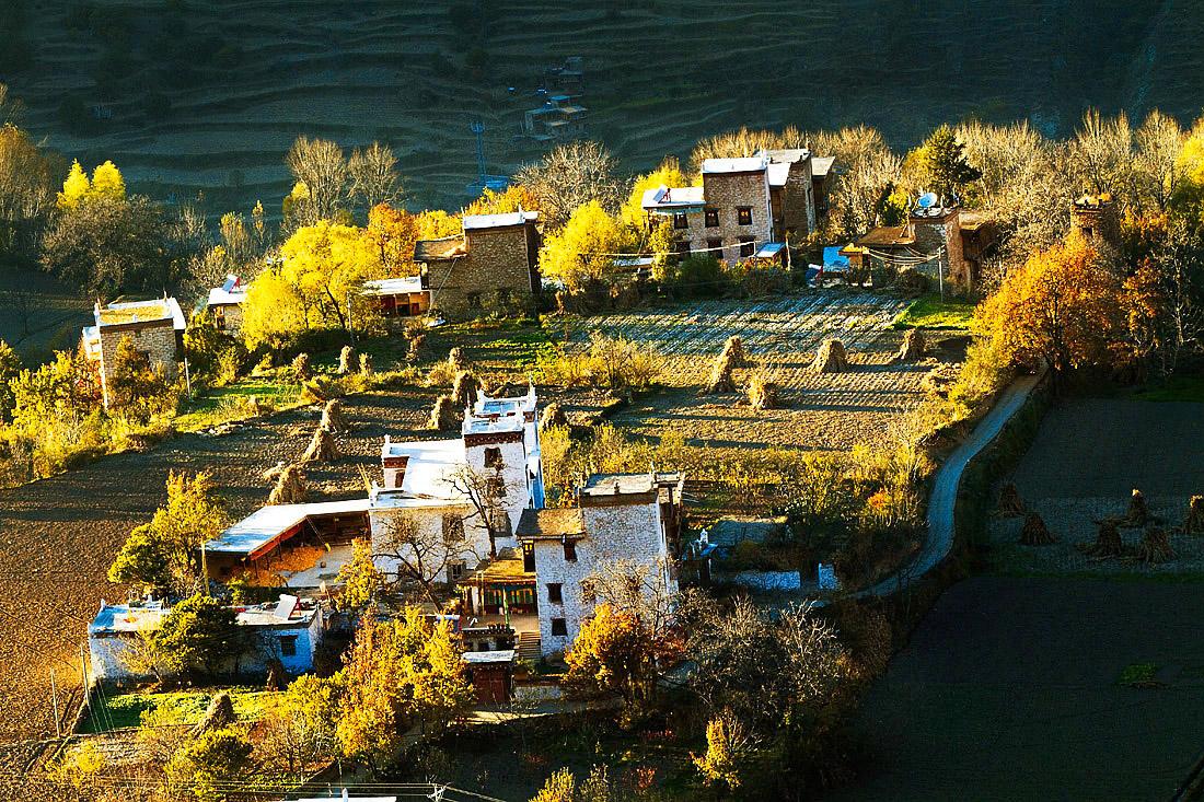 乡村旅游敲开四川藏区百姓的致富门 大渡河畔谱新篇
