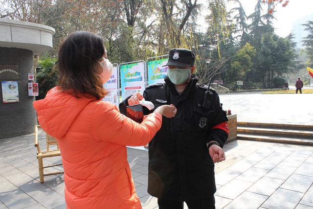 成都市人民公园全面部署 守好人群集聚地疫情防控工作
