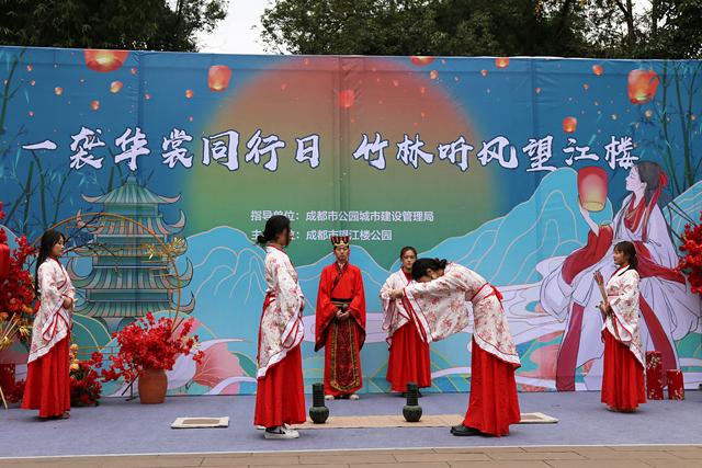 汉服出行日  来成都望江楼公园欣赏中华传统服饰之美